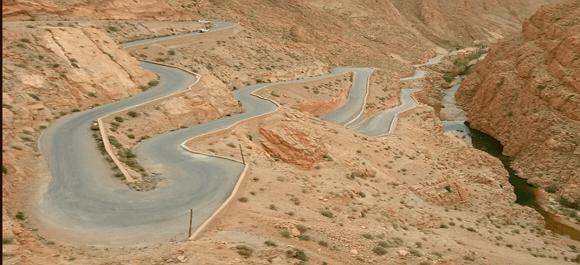 La serpiente vial de Marruecos se llama las gargantas de Dades