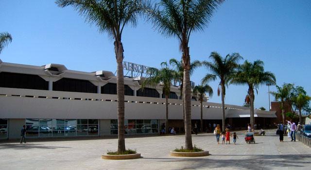 Si viajas a Marruecos, es mejor que cojas un vuelo, para ello puedes eligir el aeropuerto de Casablanca Mohamed V