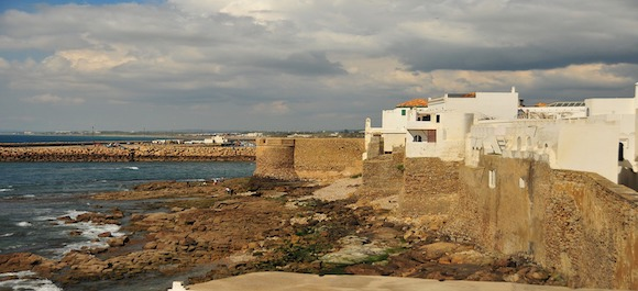 Si vas a viajar a Marruecos, debes de visitar la ciudad costera de Asilah
