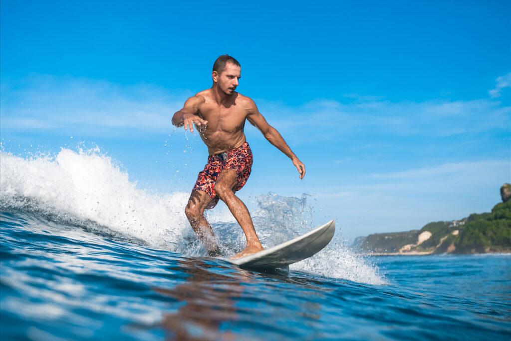 Donde puedo dusfrutar haciendo Surf en Marruecos, aqui tienes los mejores lugares para aprender a hacer surf, hay cerca de ellos sitios de Surf camp en pleno Marruecos